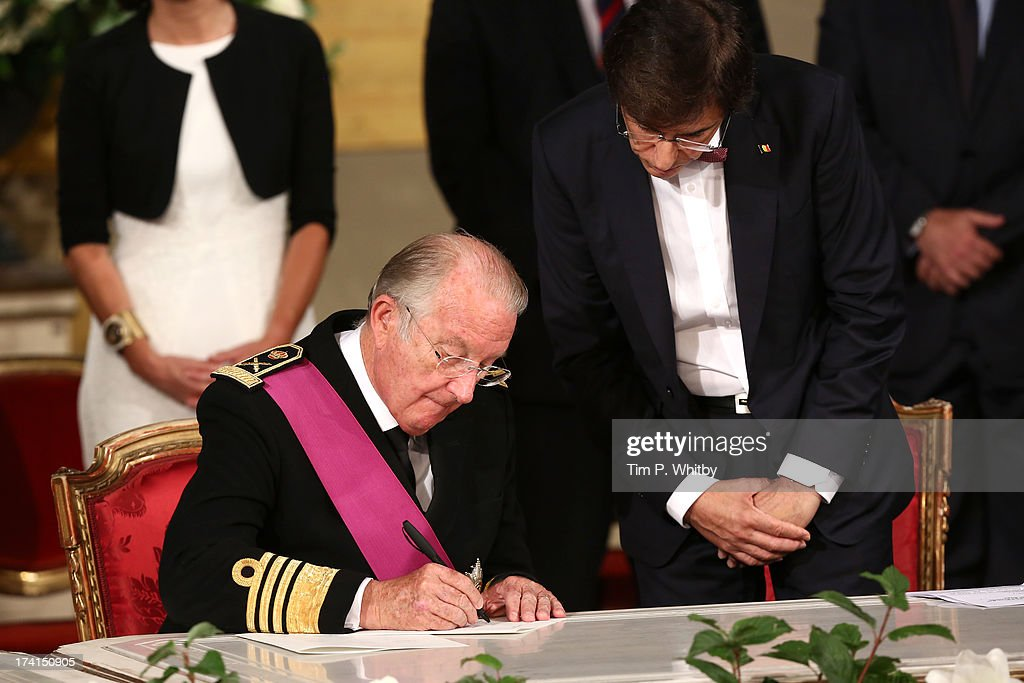 King <a gi-track='captionPersonalityLinkClicked' href=/galleries/search?phrase=Albert+II+of+Belgium&family=editorial&specificpeople=159444 ng-click='$event.stopPropagation()'>Albert II of Belgium</a> signs the abdication papers while being watched by Prime Minister <a gi-track='captionPersonalityLinkClicked' href=/galleries/search?phrase=Elio+Di+Rupo&family=editorial&specificpeople=743705 ng-click='$event.stopPropagation()'>Elio Di Rupo</a>a at the Abdication Ceremony Of King Albert II Of Belgium, & Inauguration Of King Philippe at the Royal Palace on July 21, 2013 in Brussels, Belgium.
