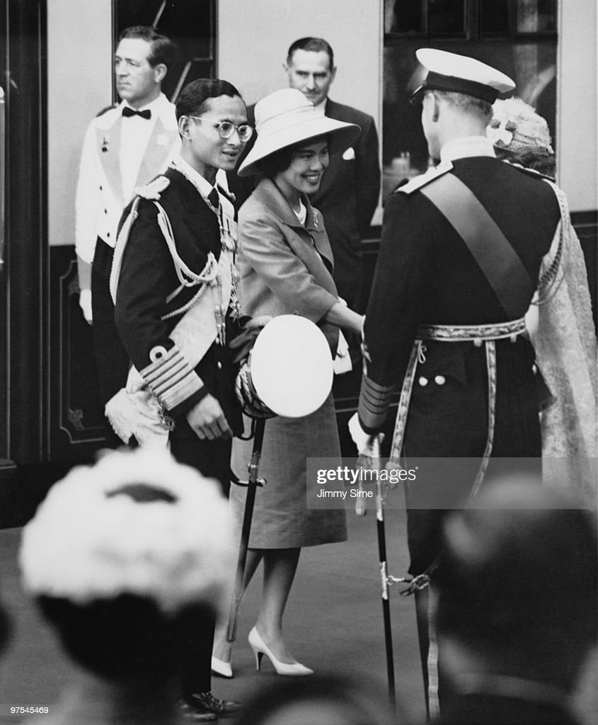 King Bhumibol and Queen <a gi-track='captionPersonalityLinkClicked' href=/galleries/search?phrase=Sirikit&family=editorial&specificpeople=228360 ng-click='$event.stopPropagation()'>Sirikit</a> of Thailand are met by Queen <a gi-track='captionPersonalityLinkClicked' href=/galleries/search?phrase=Elizabeth+II&family=editorial&specificpeople=67226 ng-click='$event.stopPropagation()'>Elizabeth II</a> and the Duke of Edinburgh, upon their arrival at Victoria Station in London, 19th July 1960. They have come from Gatwick Airport, and will be staying at Buckingham Palace during their three-day state visit.
