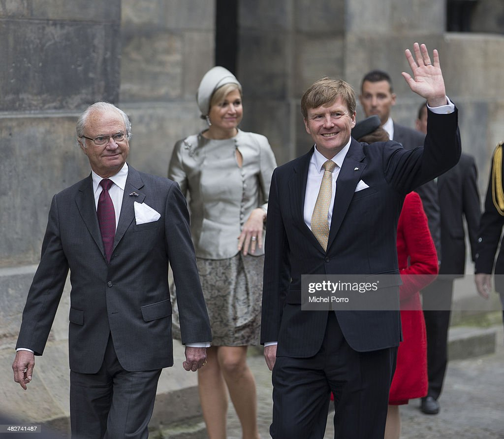 King Carl XVI Gustaf Of Sweden (L), <a gi-track='captionPersonalityLinkClicked' href=/galleries/search?phrase=King+Willem-Alexander&family=editorial&specificpeople=160214 ng-click='$event.stopPropagation()'>King Willem-Alexander</a> of The Netherlands and Queen Maxima of The Netherlands at the start of an official two day visit to Holland on April 4, 2014 in Amsterdam, Netherlands.