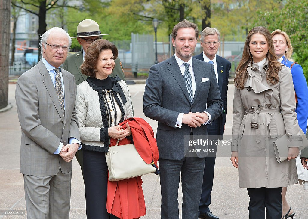 King Carl XVI Gustaf of Sweden, <a gi-track='captionPersonalityLinkClicked' href=/galleries/search?phrase=Queen+Silvia+of+Sweden&family=editorial&specificpeople=160332 ng-click='$event.stopPropagation()'>Queen Silvia of Sweden</a>, Princess Madeleine's fiance Chris O'Neill and <a gi-track='captionPersonalityLinkClicked' href=/galleries/search?phrase=Princess+Madeleine+of+Sweden&family=editorial&specificpeople=160243 ng-click='$event.stopPropagation()'>Princess Madeleine of Sweden</a> visit The Castle Clinton at Battery Park on May 8, 2013 in New York City.