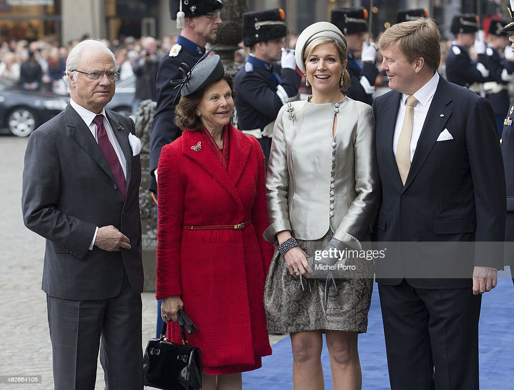 King Carl XVI Gustaf of Sweden, <a gi-track='captionPersonalityLinkClicked' href=/galleries/search?phrase=Queen+Silvia+of+Sweden&family=editorial&specificpeople=160332 ng-click='$event.stopPropagation()'>Queen Silvia of Sweden</a>, Queen Maxima of The Netherlands and <a gi-track='captionPersonalityLinkClicked' href=/galleries/search?phrase=King+Willem-Alexander&family=editorial&specificpeople=160214 ng-click='$event.stopPropagation()'>King Willem-Alexander</a> of The Netherlands pose at the Royal Palace at the start of an official two day Visit Holland on April 4, 2014 in Amsterdam, Netherlands.
