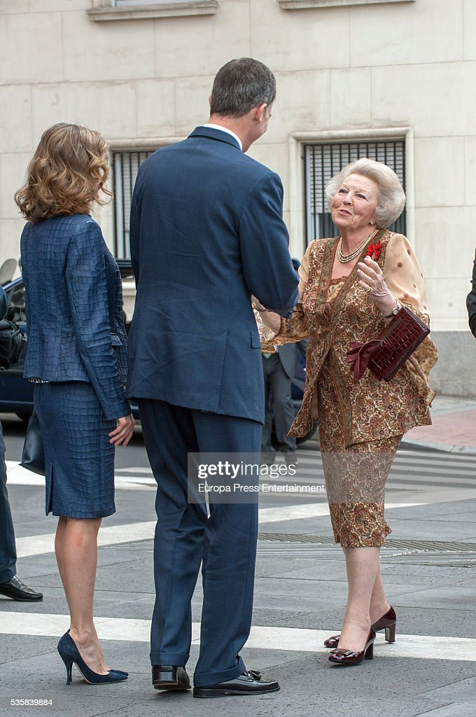 King Felipe of Spain and Queen <a gi-track='captionPersonalityLinkClicked' href=/galleries/search?phrase=Letizia+of+Spain&family=editorial&specificpeople=158373 ng-click='$event.stopPropagation()'>Letizia of Spain</a> and Princess Beatrice of Holland (R) attend the opening of the painting exhibition 'The Bosch' at El Prado Museum on May 30, 2016 in Madrid, Spain.