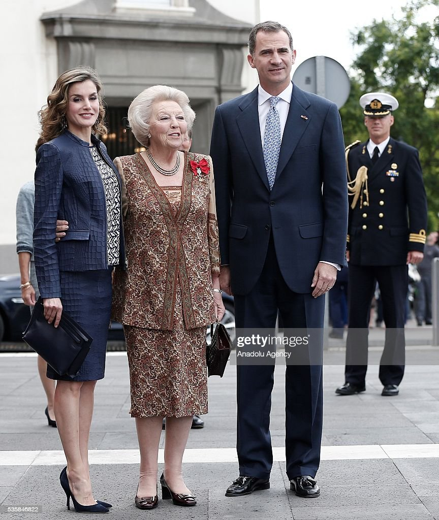 King Felipe (R) of Spain and Queen Letizia (L) of Spain and Princess Beatrix Wilhelmina Armgard of Holland (C) pose for a photo during the opening of the painting exhibition 'The Bosch' at El Prado Museum on May 30, 2016 in Madrid, Spain.