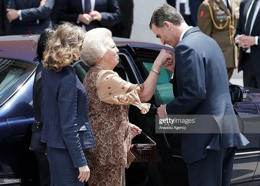 King Felipe (R) of Spain and Queen Letizia (L) of Spain and Princess Beatrix Wilhelmina Armgard of Holland (C) attend the opening of the painting exhibition 'The Bosch' at El Prado Museum on May 30, 2016 in Madrid, Spain.