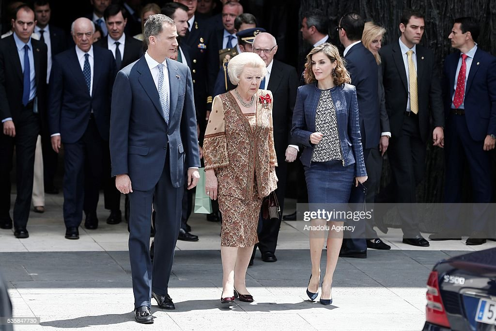 King Felipe (L) of Spain and Queen Letizia (R) of Spain and Princess Beatrix Wilhelmina Armgard of Holland (C) attend the opening of the painting exhibition 'The Bosch' at El Prado Museum on May 30, 2016 in Madrid, Spain.