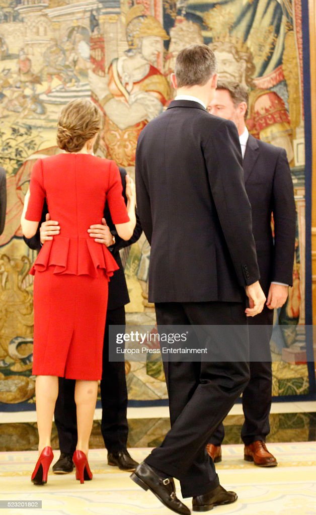 king-felipe-of-spain-and-queen-letizia-of-spain-receive-the-world-picture-id523201802