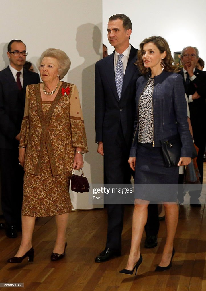 King Felipe of Spain (L), Queen <a gi-track='captionPersonalityLinkClicked' href=/galleries/search?phrase=Letizia+of+Spain&family=editorial&specificpeople=158373 ng-click='$event.stopPropagation()'>Letizia of Spain</a> (R) and <a gi-track='captionPersonalityLinkClicked' href=/galleries/search?phrase=Beatrix+of+the+Netherlands&family=editorial&specificpeople=92396 ng-click='$event.stopPropagation()'>Beatrix of the Netherlands</a> during a visit to the 'El Bosco' 5th Centenary Anniversary Exhibition at El Prado Museum on May 30, 2016 in Madrid, Spain.