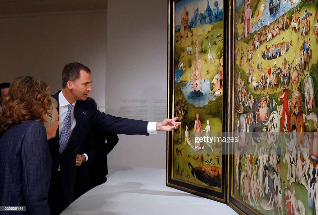 King Felipe of Spain (L), Queen Letizia of Spain (R) and Beatrix of the Netherlands view 'The Garden of Earthly Delights' by Hieronymus Boschduring a visit to the 'El Bosco' 5th Centenary Anniversary Exhibition at El Prado Museum on May 30, 2016 in Madrid, Spain.