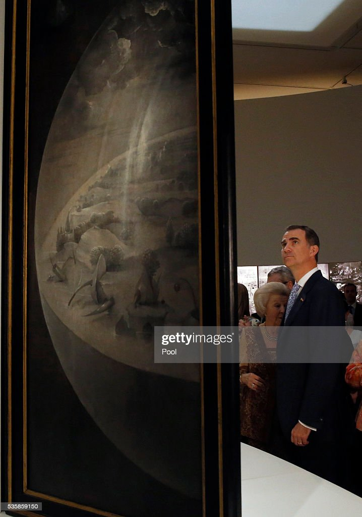 King Felipe of Spain (L) views 'The Garden of Earthly Delights' by Hieronymus Bosch during a visit to the 'El Bosco' 5th Centenary Anniversary Exhibition at El Prado Museum on May 30, 2016 in Madrid, Spain.