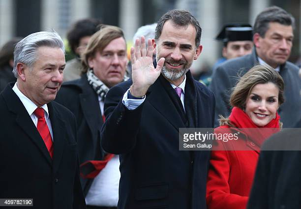 King Felipe VI and Queen Letizia of Spain are accompanied by Berlin Mayor Klaus Wowereit as they visit Brandenburg Gate on December 1 2014 in Berlin...