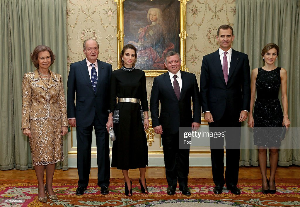 King Felipe VI and Queen Letizia pose with King Abdullah II of Jordan and Queen Rania just before the private dinner in the Palace of El Pardo for...