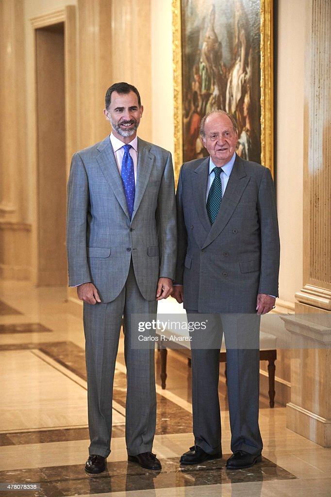 ¿Cuánto mide el Rey Juan Carlos I? - Altura - Real height King-felipe-vi-of-spain-and-king-juan-carlos-receive-cotec-foundation-picture-id478078338