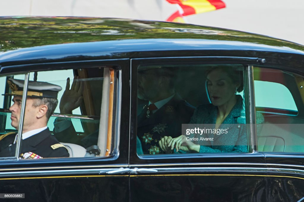 king-felipe-vi-of-spain-and-queen-letizia-of-spain-arrive-to-the-day-picture-id860505882