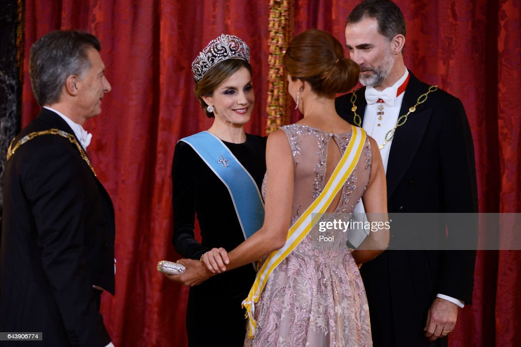 King Felipe VI of Spain (R) and Queen Letizia of Spain (2L) receive Argentina's President Mauricio Macri (L) and wife Juliana Awada (2R) for an Gala Dinner at the Royal Palace on February 22, 2017 in Madrid, Spain.