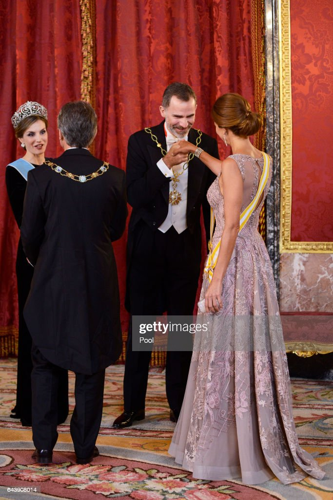 King Felipe VI of Spain (2R) and Queen Letizia of Spain (L) receive Argentina's President Mauricio Macri (2L) and wife Juliana Awada (R) for an Gala Dinner at the Royal Palace on February 22, 2017 in Madrid, Spain.