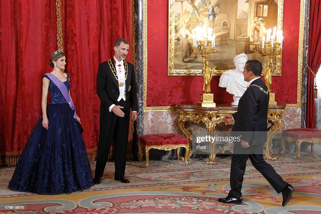 King <a gi-track='captionPersonalityLinkClicked' href=/galleries/search?phrase=Felipe+VI+of+Spain&family=editorial&specificpeople=4881076 ng-click='$event.stopPropagation()'>Felipe VI of Spain</a> (C) and Queen <a gi-track='captionPersonalityLinkClicked' href=/galleries/search?phrase=Letizia+of+Spain&family=editorial&specificpeople=158373 ng-click='$event.stopPropagation()'>Letizia of Spain</a> (L) receive Peruvian President <a gi-track='captionPersonalityLinkClicked' href=/galleries/search?phrase=Ollanta+Humala&family=editorial&specificpeople=588227 ng-click='$event.stopPropagation()'>Ollanta Humala</a> Tasso (R) at the Royal Palace on July 7, 2015 in Madrid, Spain.