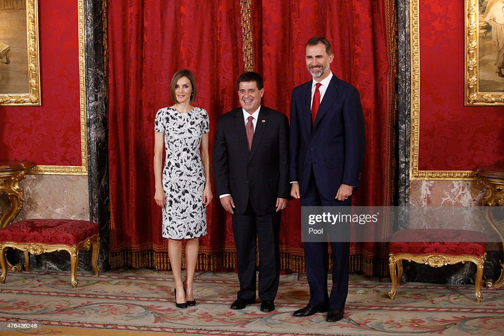 King <a gi-track='captionPersonalityLinkClicked' href=/galleries/search?phrase=Felipe+VI+of+Spain&family=editorial&specificpeople=4881076 ng-click='$event.stopPropagation()'>Felipe VI of Spain</a> (R) and Queen <a gi-track='captionPersonalityLinkClicked' href=/galleries/search?phrase=Letizia+of+Spain&family=editorial&specificpeople=158373 ng-click='$event.stopPropagation()'>Letizia of Spain</a> (L) receive President of Paraguay Horacio Manuel Cartes Jara (C) at the Royal Palace on June 9, 2015 in Madrid, Spain.