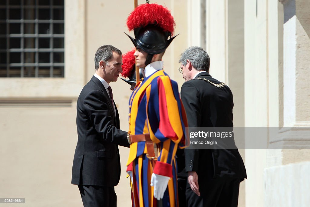 King <a gi-track='captionPersonalityLinkClicked' href=/galleries/search?phrase=Felipe+VI+of+Spain&family=editorial&specificpeople=4881076 ng-click='$event.stopPropagation()'>Felipe VI of Spain</a> arrives at the Apostolic Palace for Pope Francis' International Charlemagne Prize of Aachen awarding ceremony on May 6, 2016 in Vatican City, Vatican. The International Charlemagne Prize of Aachen is the oldest and best-known prize awarded for work done in the service of European unification.