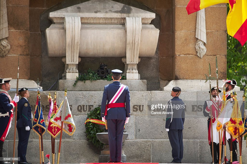 King Felipe VI of Spain (C) attends the Armed Forces Day Hommage on May 28, 2016 in Madrid, Spain.