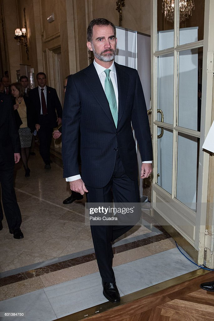 king-felipe-vi-of-spain-attends-the-spain-investors-day-at-ritz-hotel-picture-id631384750
