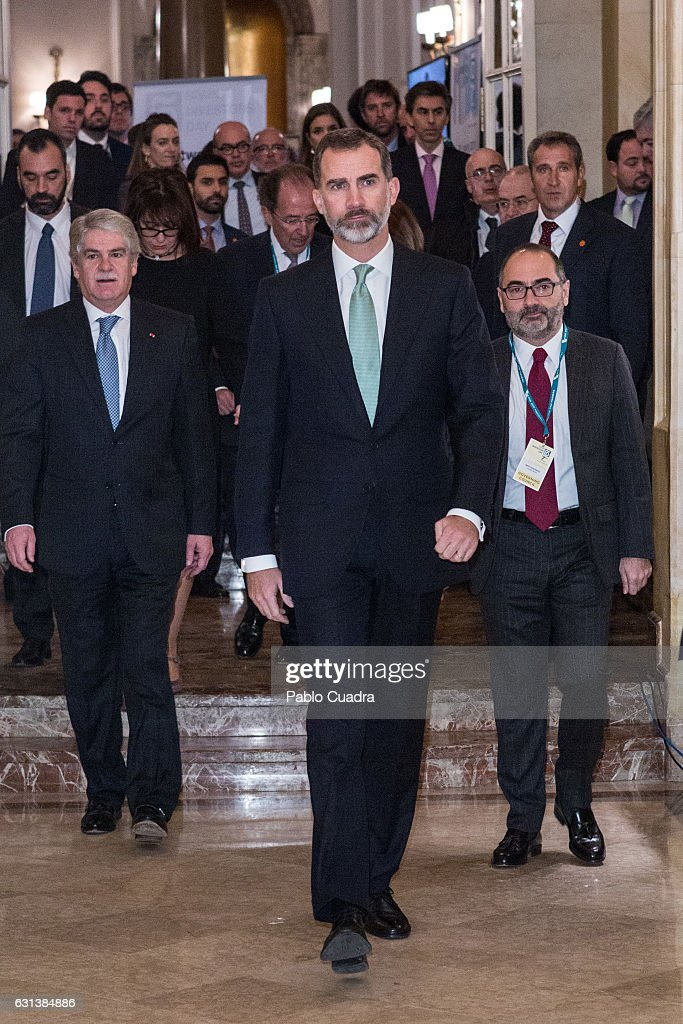 king-felipe-vi-of-spain-attends-the-spain-investors-day-at-ritz-hotel-picture-id631384886
