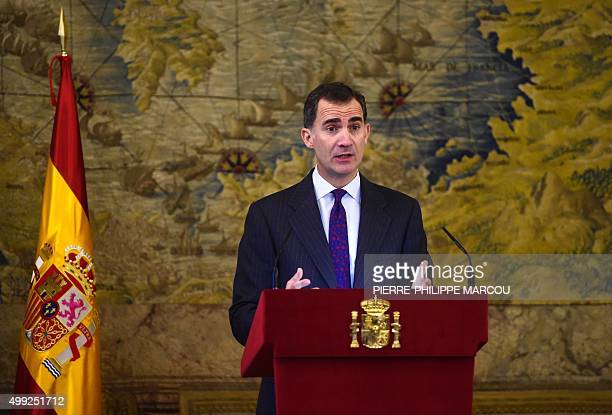 King Felipe VI of Spain delivers a speech at the Royal Palace in Madrid on November 30 2015 during a ceremony to pay tribute to the Sephardic Jews...