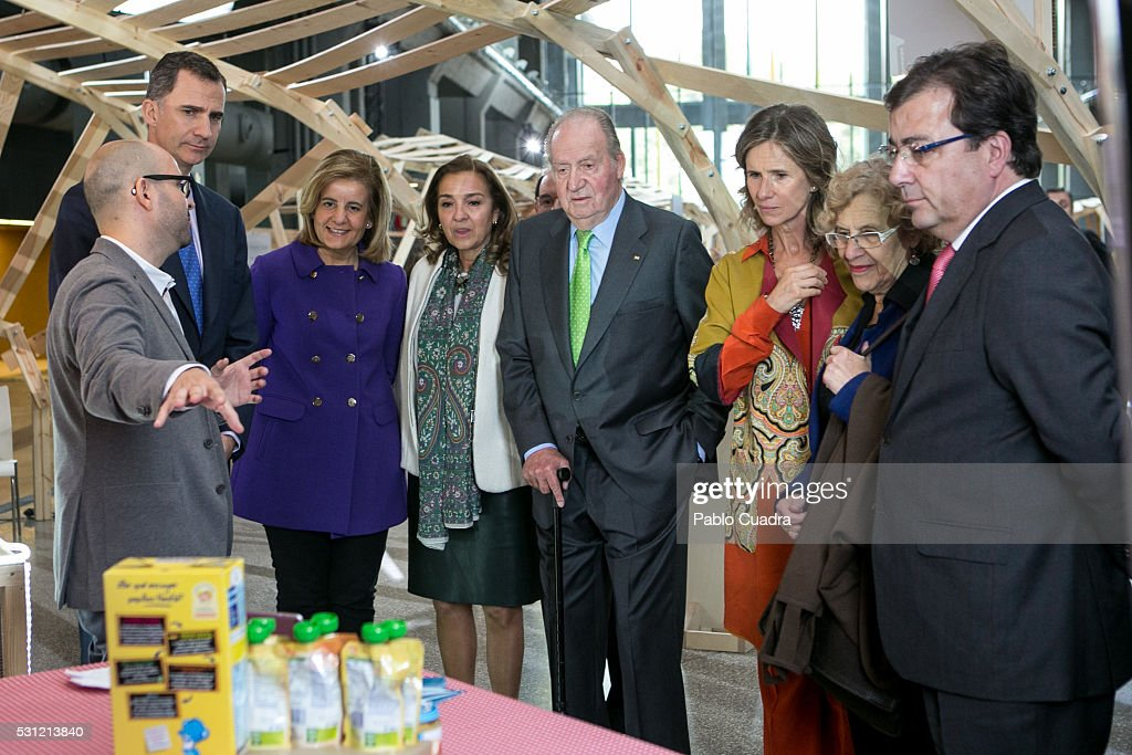 King <a gi-track='captionPersonalityLinkClicked' href=/galleries/search?phrase=Felipe+VI+of+Spain&family=editorial&specificpeople=4881076 ng-click='$event.stopPropagation()'>Felipe VI of Spain</a> (2nd L), <a gi-track='captionPersonalityLinkClicked' href=/galleries/search?phrase=Fatima+Banez&family=editorial&specificpeople=8764943 ng-click='$event.stopPropagation()'>Fatima Banez</a> (3rd L) King Juan Carlos (C), Cristina Garmendia (3rd R) and <a gi-track='captionPersonalityLinkClicked' href=/galleries/search?phrase=Manuela+Carmena&family=editorial&specificpeople=6089556 ng-click='$event.stopPropagation()'>Manuela Carmena</a> (2nd R) attend COTEC meeting at 'La Nave' on May 13, 2016 in Madrid, Spain.
