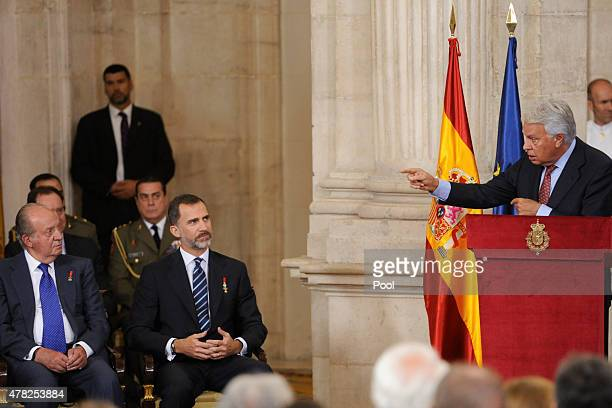 King Felipe VI of Spain King Juan Carlos and Former Spanish Prime Minister Felipe Gonzalez attend the 30th Anniversary of Spain being part of...