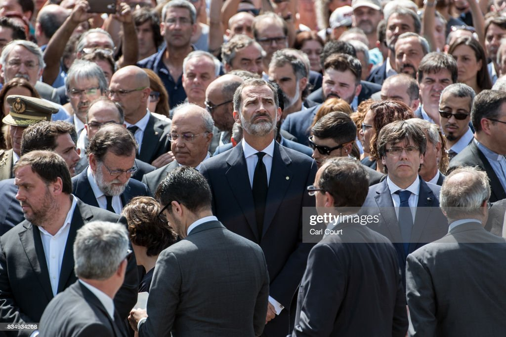 King Felipe VI of Spain (C) looks up as he joins other dignitaries and residents of Barcelona in Placa de Catalunya to observe a one minute's silence for the victims of yesterday's terrorist attack, on August 18, 2017 in Barcelona, Spain. Fourteen people were killed and dozens injured when a van hit crowds in the Las Ramblas area of Barcelona on Thursday. Spanish police have also killed five suspected terrorists in the town of Cambrils to stop a second terrorist attack.