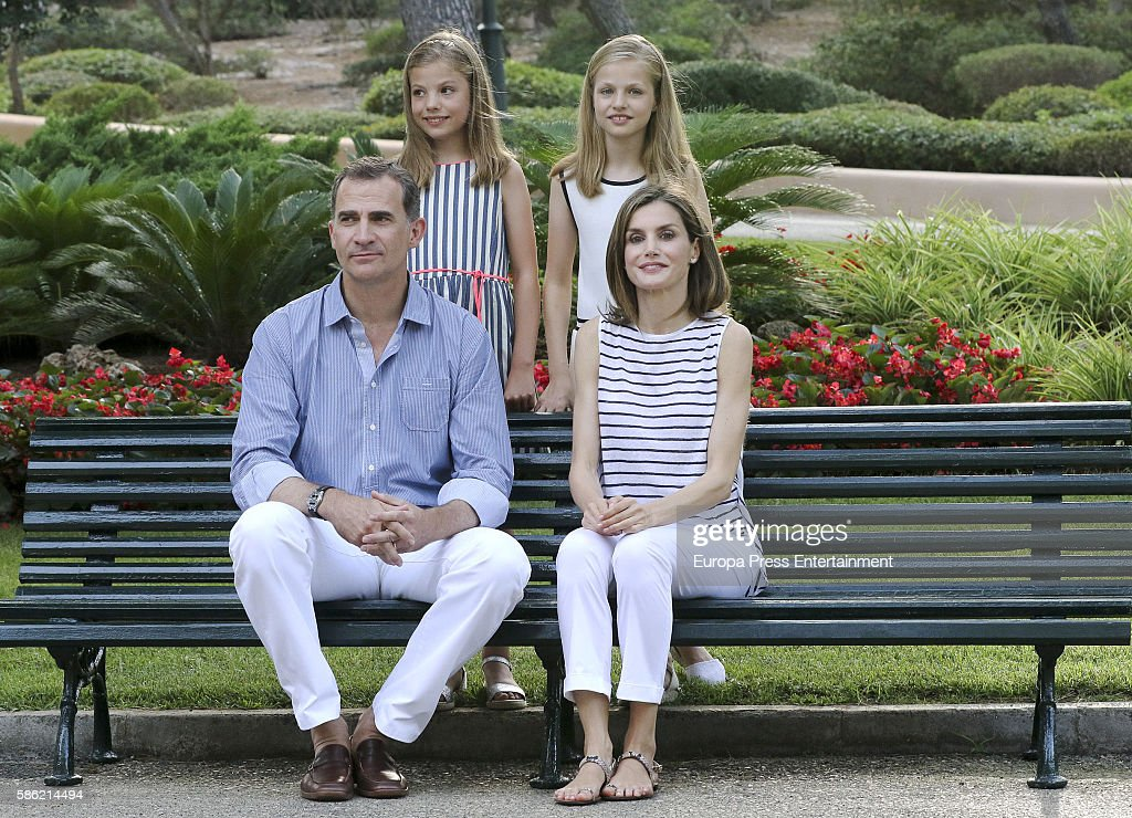 King Felipe VI of Spain, Princess Sofia of Spain, Queen Letizia of Spain and Princess Leonor of Spain pose for the photographers at the Marivent Palace on August 4, 2016 in Palma de Mallorca, Spain.