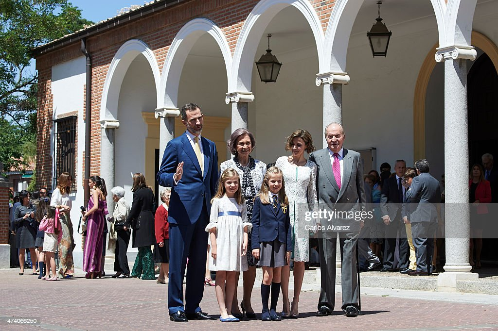 King Felipe VI of Spain, Princess Sofia of Spain, Queen Sofia, Princess Leonor of Spain, Queen Letizia of Spain and King Juan Carlos pose for the photographers after the First Communion of Princess Leonor of Spain at the Asuncion de Nuestra Senora Church on on May 20, 2015 in Madrid, Spain.