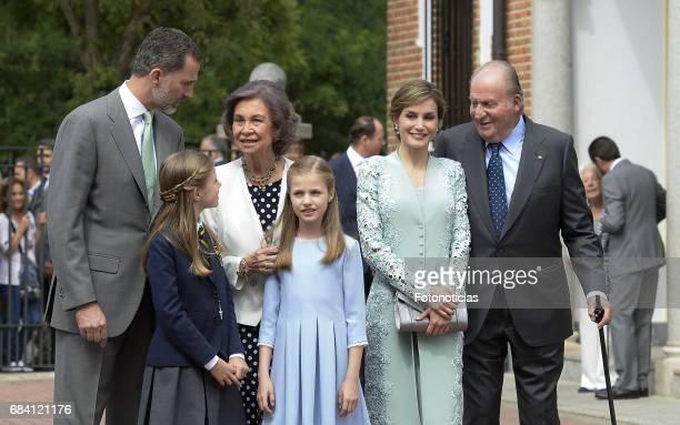 King Felipe VI of Spain Princess Sofia of Spain Queen Sofia Princess Leonor of Spain Queen Letizia of Spain and King Juan Carlos pose for...