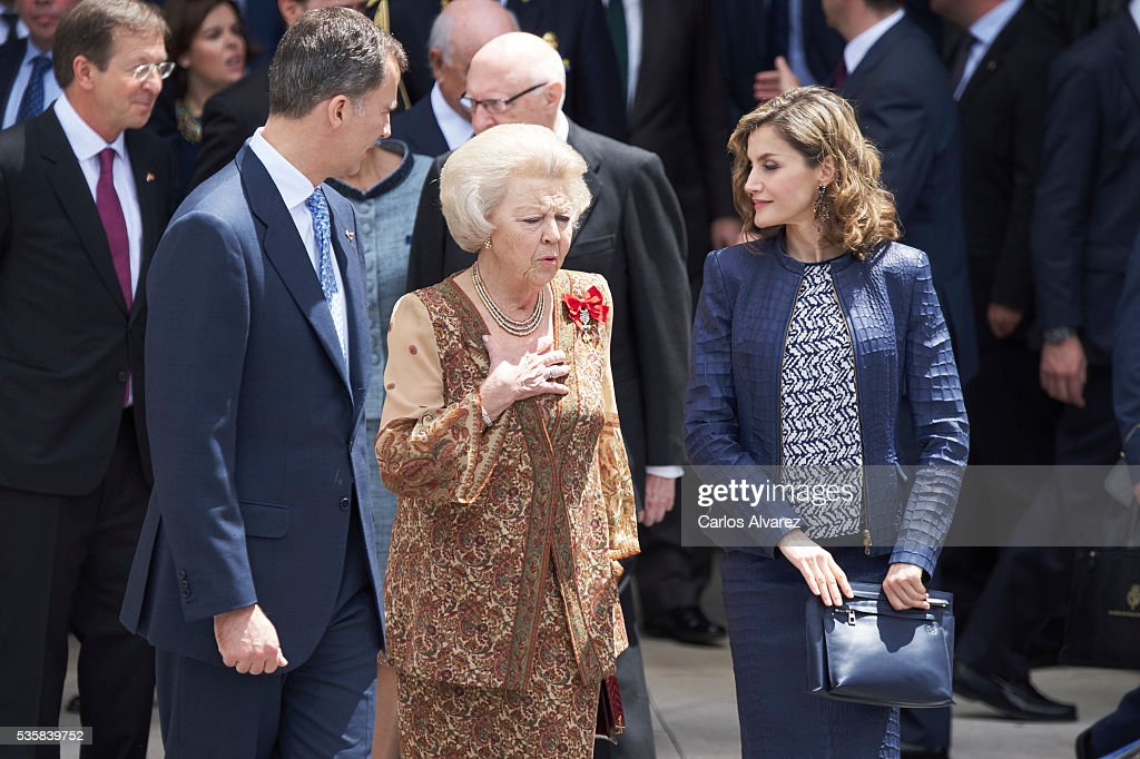 King <a gi-track='captionPersonalityLinkClicked' href=/galleries/search?phrase=Felipe+VI+of+Spain&family=editorial&specificpeople=4881076 ng-click='$event.stopPropagation()'>Felipe VI of Spain</a> (L), Queen <a gi-track='captionPersonalityLinkClicked' href=/galleries/search?phrase=Letizia+of+Spain&family=editorial&specificpeople=158373 ng-click='$event.stopPropagation()'>Letizia of Spain</a> (R) and Princess Beatrice of Holland (C) attend the 'El Bosco' 5th Centenary Anniversary Exhibition at the El Prado Museum on May 27, 2016 in Madrid, Spain.