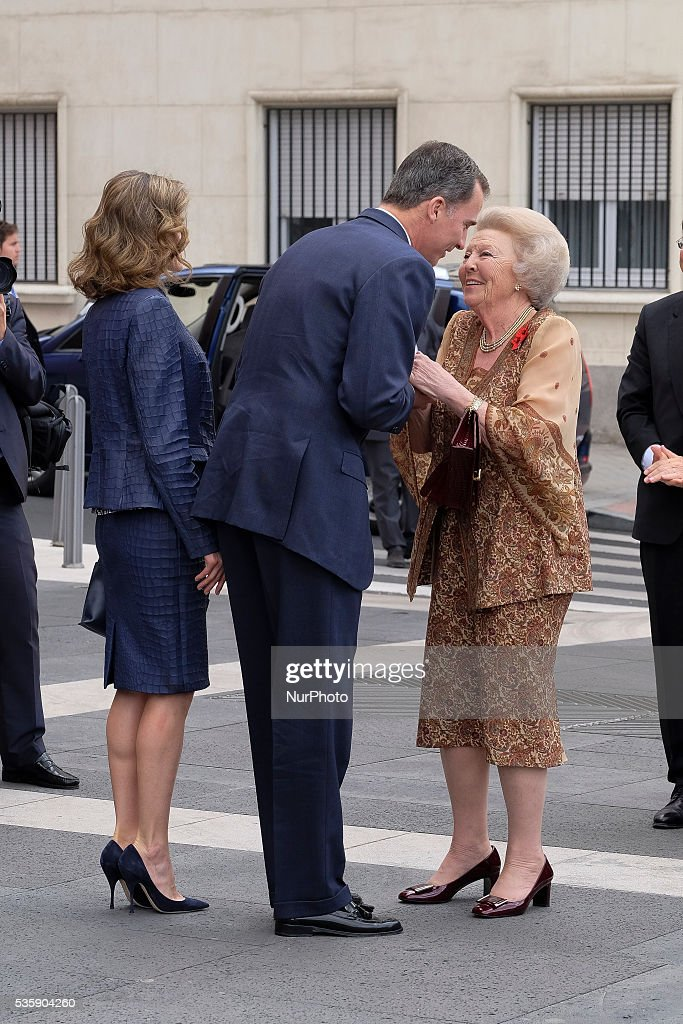 King <a gi-track='captionPersonalityLinkClicked' href=/galleries/search?phrase=Felipe+VI+of+Spain&family=editorial&specificpeople=4881076 ng-click='$event.stopPropagation()'>Felipe VI of Spain</a>, Queen <a gi-track='captionPersonalityLinkClicked' href=/galleries/search?phrase=Letizia+of+Spain&family=editorial&specificpeople=158373 ng-click='$event.stopPropagation()'>Letizia of Spain</a> and Princess Beatrice of Holland attend the 'El Bosco' 5th Centenary Anniversary Exhibition at the El Prado Museum on May 30, 2016 in Madrid, Spain.