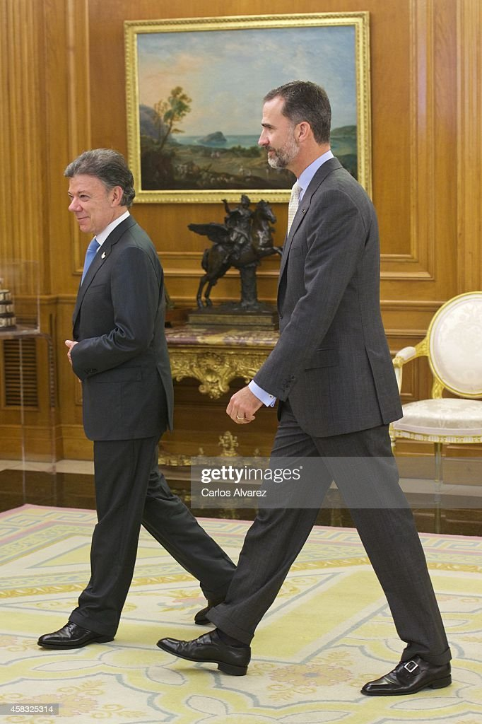 King Felipe VI of Spain (R) receives President of Colombia <a gi-track='captionPersonalityLinkClicked' href=/galleries/search?phrase=Juan+Manuel+Santos&family=editorial&specificpeople=974752 ng-click='$event.stopPropagation()'>Juan Manuel Santos</a> (L) at Zarzuela Palace on November 3, 2014 in Madrid, Spain.