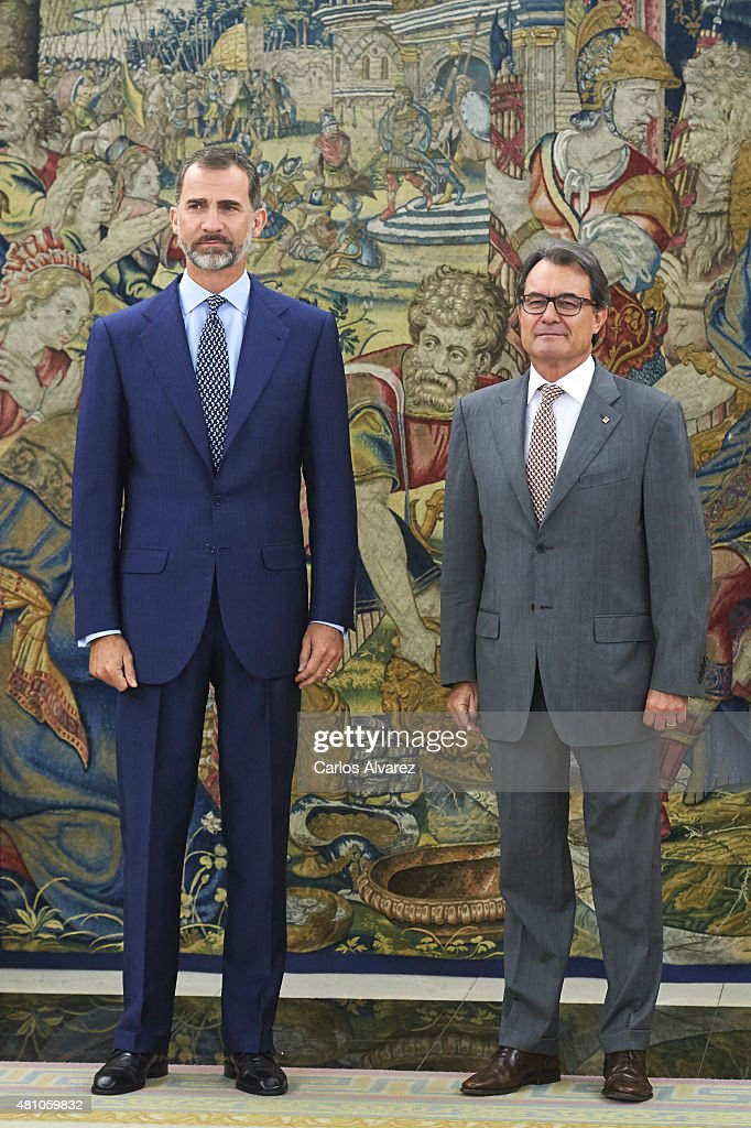 ¿Cuánto mide Artur Mas? - Altura King-felipe-vi-of-spain-receives-president-of-the-catalunya-regional-picture-id481059832