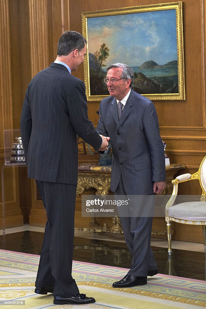 King <a gi-track='captionPersonalityLinkClicked' href=/galleries/search?phrase=Felipe+VI+of+Spain&family=editorial&specificpeople=4881076 ng-click='$event.stopPropagation()'>Felipe VI of Spain</a> (L) receives Spanish architect <a gi-track='captionPersonalityLinkClicked' href=/galleries/search?phrase=Rafael+Moneo&family=editorial&specificpeople=4219161 ng-click='$event.stopPropagation()'>Rafael Moneo</a> (R) at Zarzuela Palace on June 28, 2016 in Madrid, Spain.
