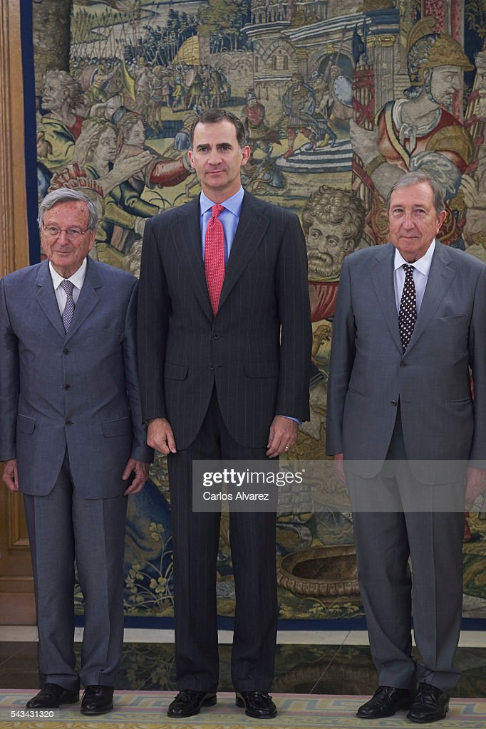 King <a gi-track='captionPersonalityLinkClicked' href=/galleries/search?phrase=Felipe+VI+of+Spain&family=editorial&specificpeople=4881076 ng-click='$event.stopPropagation()'>Felipe VI of Spain</a> (C) receives Spanish architects <a gi-track='captionPersonalityLinkClicked' href=/galleries/search?phrase=Rafael+Moneo&family=editorial&specificpeople=4219161 ng-click='$event.stopPropagation()'>Rafael Moneo</a> (L) and Juan Navarro Baldeweg (R) at Zarzuela Palace on June 28, 2016 in Madrid, Spain.