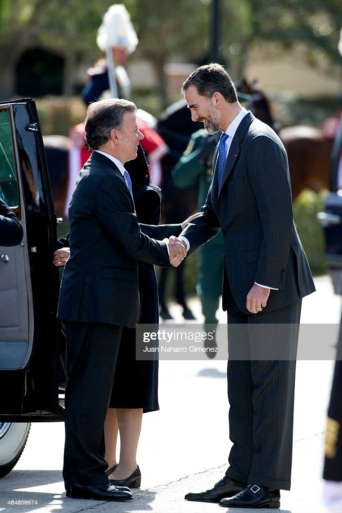 King <a gi-track='captionPersonalityLinkClicked' href=/galleries/search?phrase=Felipe+VI+of+Spain&family=editorial&specificpeople=4881076 ng-click='$event.stopPropagation()'>Felipe VI of Spain</a> (R) receives the President of Colombia <a gi-track='captionPersonalityLinkClicked' href=/galleries/search?phrase=Juan+Manuel+Santos&family=editorial&specificpeople=974752 ng-click='$event.stopPropagation()'>Juan Manuel Santos</a> (L) at El Pardo Royal Palace on March 1, 2015 in Madrid, Spain.