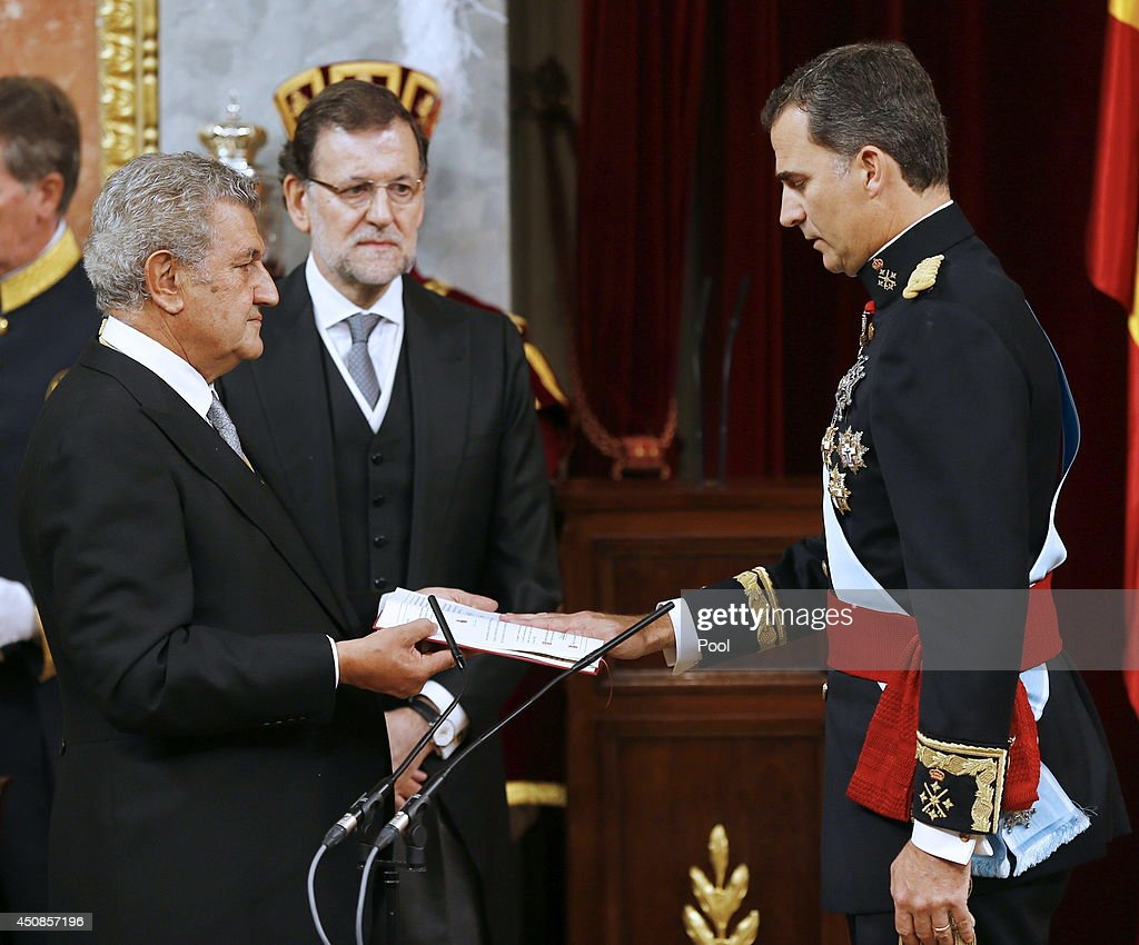 King Felipe VI of Spain swears an oath as King of Spain to the Spanish Parliament in the presence of President of the Congress of Deputies, Jesus Posada (L), and the Prime Minister, Mariano Rajoy (C) on June 19, 2014 in Madrid, Spain. The coronation of King Felipe VI is held in Madrid. His father, the former King Juan Carlos of Spain abdicated on June 2nd after a 39 year reign. The new King is joined by his wife Queen Letizia of Spain.