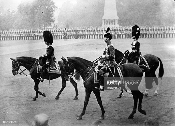 King George V of England and the Duke of York during a parade in London Photograph Juni 6th 1932 König George V von England und der Herzog von York...