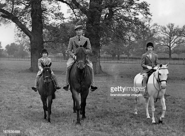 King George VI of England with Pincess Elizabeth and Princess Margaret at Windsor Great Park Photograph April 21th 1938 König George VI von England...