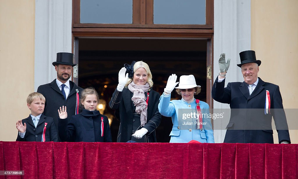 King Harald, and Queen Sonja of Norway ( right ) with Crown Prince Haakon of Norway, and Crown Princess Mette-Marit of Norway, with Princess Ingrid Alexandra, and Prince Sverre Magnus, on the balcony of The Royal Palace in Oslo to celebrate Norway's National Day, on May 17, 2015 in Oslo, Norway.
