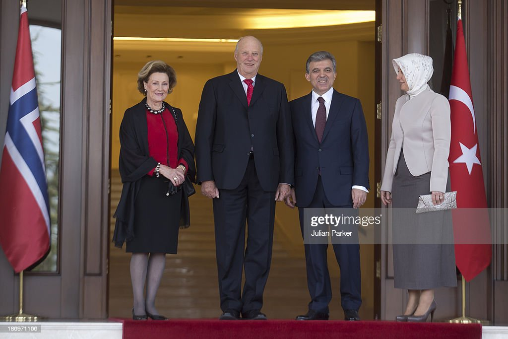 <a gi-track='captionPersonalityLinkClicked' href=/galleries/search?phrase=King+Harald+of+Norway&family=editorial&specificpeople=159451 ng-click='$event.stopPropagation()'>King Harald of Norway</a> and <a gi-track='captionPersonalityLinkClicked' href=/galleries/search?phrase=Queen+Sonja+of+Norway&family=editorial&specificpeople=160334 ng-click='$event.stopPropagation()'>Queen Sonja of Norway</a> are welcomed at the Presidential Palace, by President Gul of Turkey, and his wife Hayrunnisa Gul, on day one of a Norewgian State visit to Turkey, on November 5, 2013 in Ankara, Turkey.