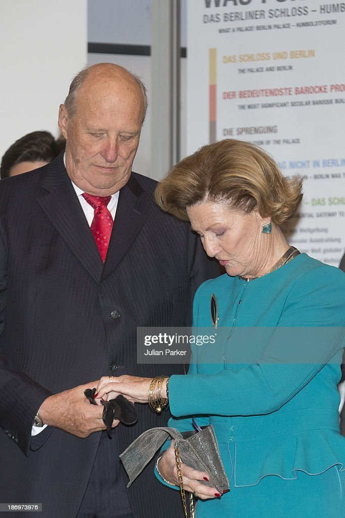 <a gi-track='captionPersonalityLinkClicked' href=/galleries/search?phrase=King+Harald+of+Norway&family=editorial&specificpeople=159451 ng-click='$event.stopPropagation()'>King Harald of Norway</a> and <a gi-track='captionPersonalityLinkClicked' href=/galleries/search?phrase=Queen+Sonja+of+Norway&family=editorial&specificpeople=160334 ng-click='$event.stopPropagation()'>Queen Sonja of Norway</a> attend the opening of the Munch/Warhol Exhibition at CerModern,on day one of a Norwegain State visit to Turkey on November 5, 2013 in Ankara, Turkey.