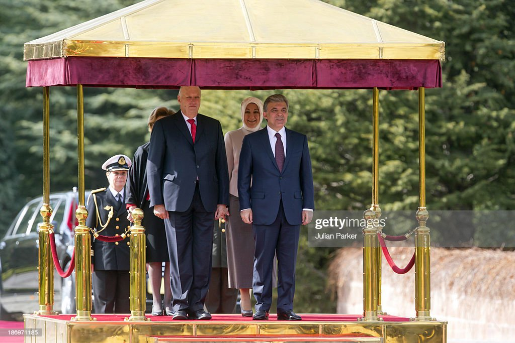 <a gi-track='captionPersonalityLinkClicked' href=/galleries/search?phrase=King+Harald+of+Norway&family=editorial&specificpeople=159451 ng-click='$event.stopPropagation()'>King Harald of Norway</a> is welcomed at the Presidential Palace by President Gul of Turkey, on day one of a Norewgian State visit to Turkey, on November 5, 2013 in Ankara, Turkey.