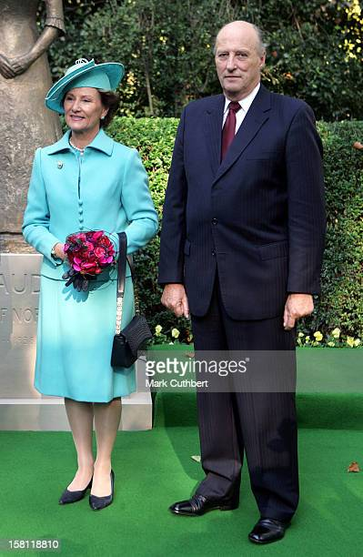 King Harald Queen Sonja Crown Prince Haakon Crown Princess MetteMarit Of Norway Visit The United KingdomUnveiling Of A Statue Of Queen Maud At The...
