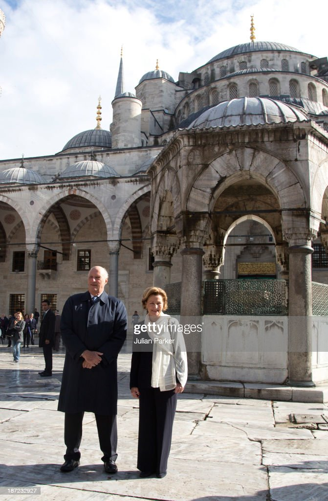 King Harald V of Norway and Queen Sonja of Norway visit the Blue Mosque on day three of their state visit to Turkey on November 7, 2013 in Istanbul, Turkey.
