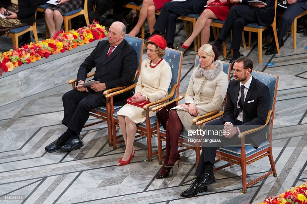 King Harald V of Norway, <a gi-track='captionPersonalityLinkClicked' href=/galleries/search?phrase=Queen+Sonja+of+Norway&family=editorial&specificpeople=160334 ng-click='$event.stopPropagation()'>Queen Sonja of Norway</a>, Princess Mette-Marit of Norway and Prince Haakon of Norway attend The Nobel Peace Prize Ceremony at Oslo City Hall on December 10, 2012 in Oslo, Norway.