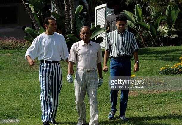 King Hassan Ii Morocco's Plays Golf With His Son Au Maroc le 7 septembre 1992 sur un parcours de golf portrait du roi HASSAN II DU MAROC au centre...